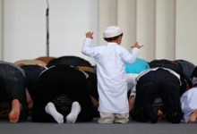 A child attend the mosque with the adults .