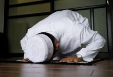 What Is the Ruling of Praying on Bed