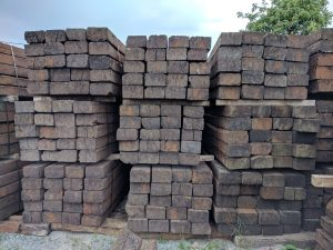 prce - treinbiels, steigerhout en steenschotten in brakel en omstreken