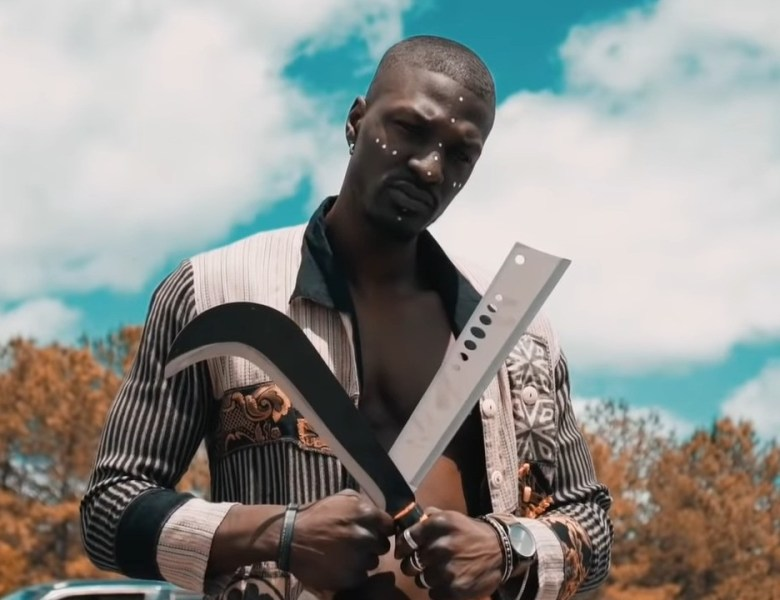 "OBA Carries Electric Heat In ""ITs UP"" Visual Featuring Fredo Cabana"
