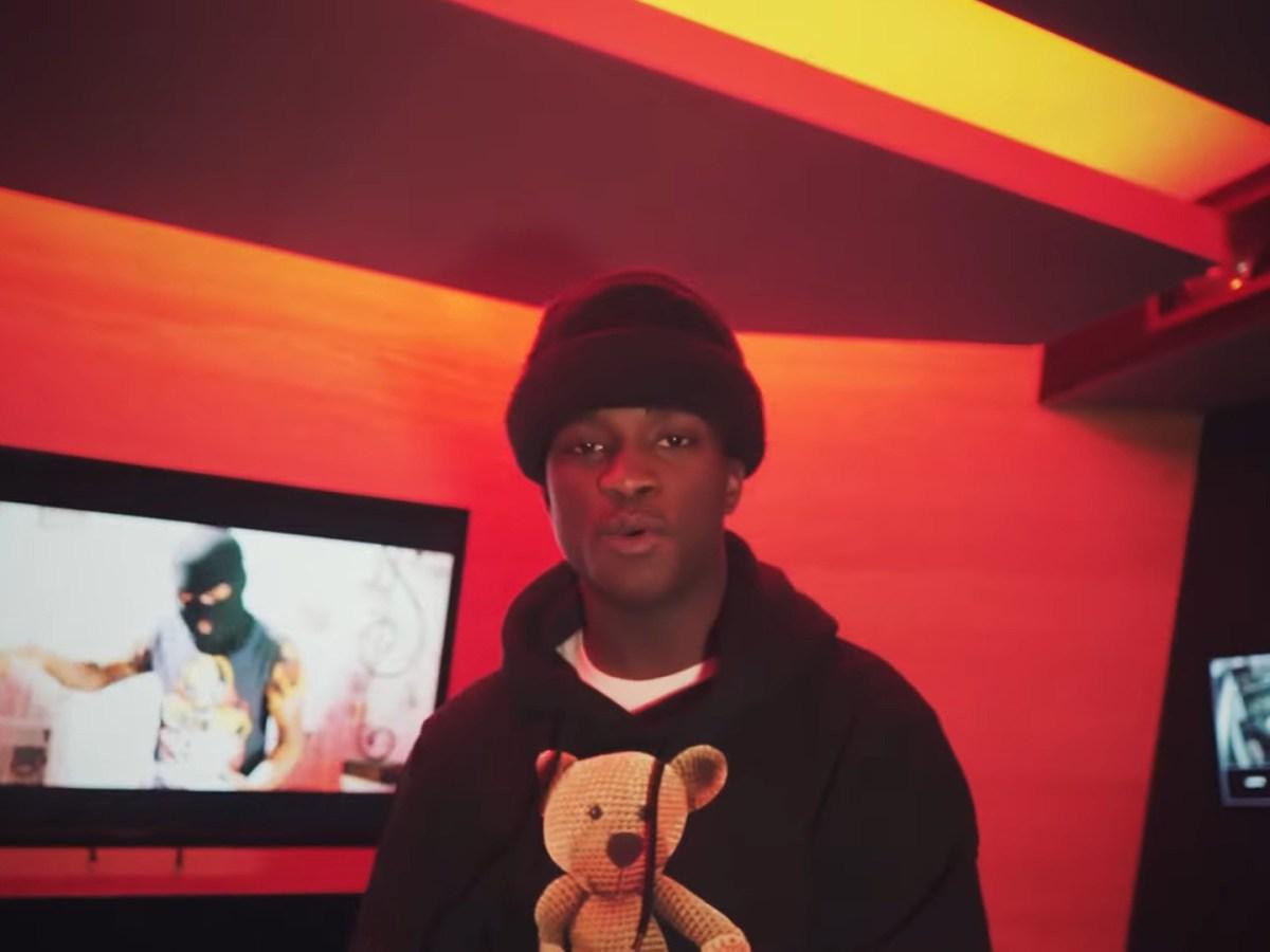 "Lil Crank Walks Into The Studio For ""Risk it All"""