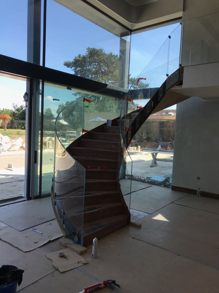 Curved balustrade in glass in Oxford