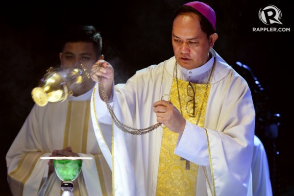 PASTOR'S COURAGE. Caloocan Bishop Pablo Virgilio David is 'a courageous pastor protecting his flock from ravenous wolves,' former Ateneo School of Government dean Tony La Viña says. File photo by Angie de Silva/Rappler