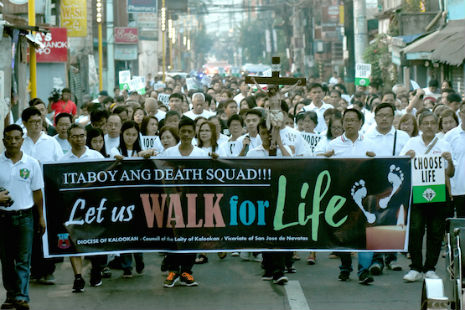 Catholic lay groups lead a march in Manila to dramatize calls for respect of life amid drug-related killings in the country. / Photo by Angie de Silva