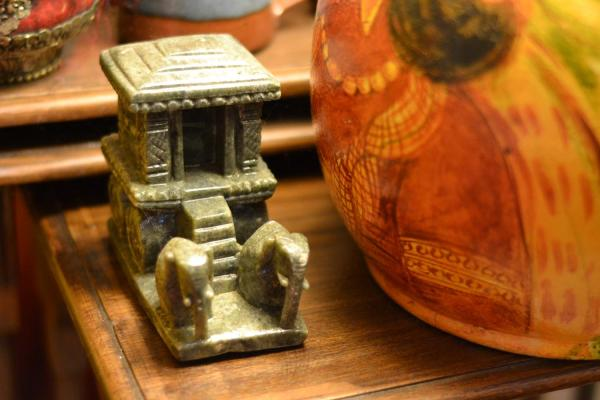 A miniature of the stone chariot found in Hampi