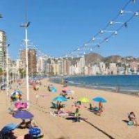 """Benidorm: hoteles cuelgan el cartel de """"completo"""" tras 15 meses de penurias"""