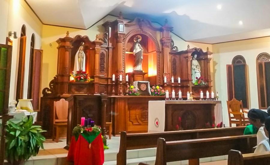 Bendición del nuevo retablo en el Seminario de Moyobamba