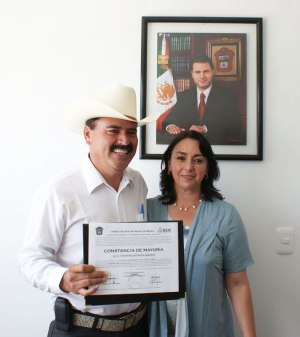 Vicente-Estrada-recibi-la-constancia-como-Presidente-Municipal-de-Almoloya-de-Jurez-3