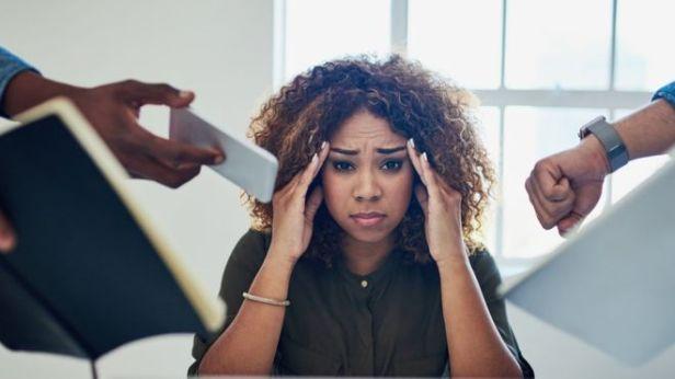 El estrés laboral es un asunto de salud pública. GETTY