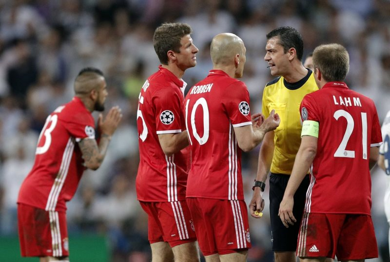 La Uefa no abrió ningún expediente por protestas del Bayern al árbitro –  Prensa Libre