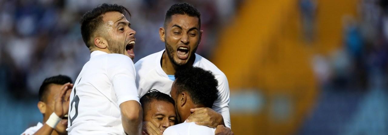 Los jugadores de la Selección de Guatemala esperan vencer a Costa Rica en el duelo amistoso. (Foto Prensa Libre: Hemeroteca PL)