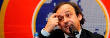 Foto de archivo del entonces presidente de la UEFA Michel Platini durante una rueda de prensa. (Foto Prensa Libre: EFE)