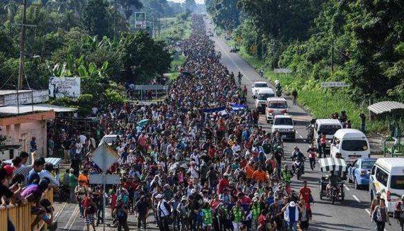 Vista de una de las caravanas de migrantes que salió el año pasado de Honduras. (Foto Prensa Libre: Hemeroteca PL)
