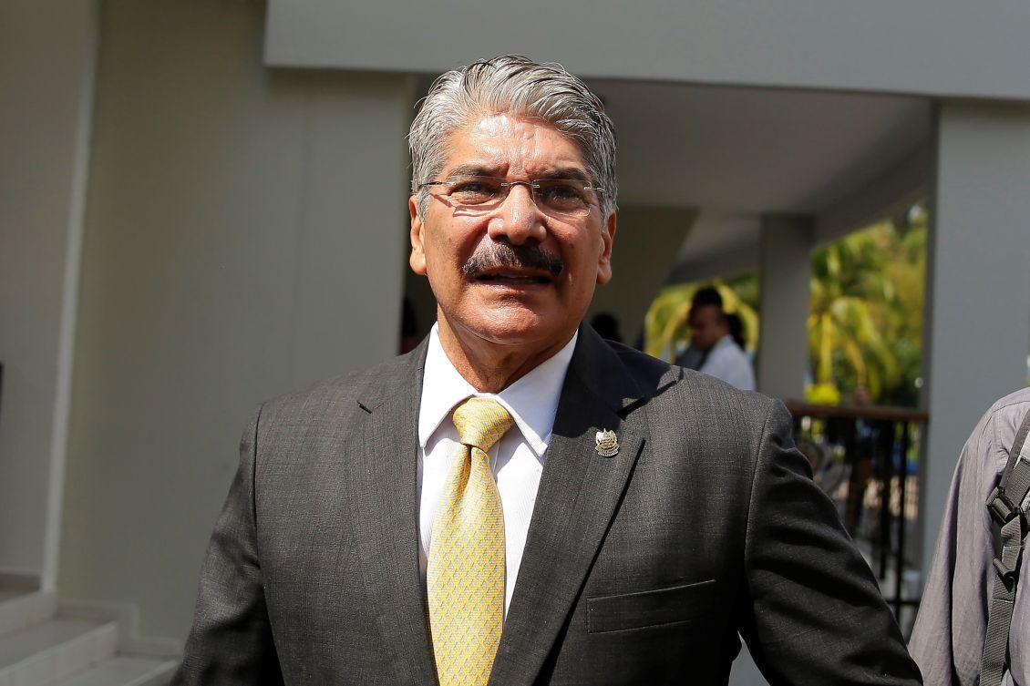 Fiscalía pide a Interpol difusión roja para Norman Quijano