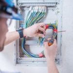 Cuarentena: consejos para prevenir accidentes eléctricos con los niños en el hogar