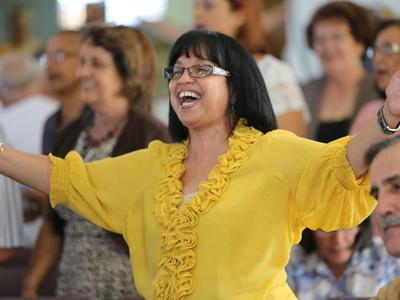 Worship service welcoming 1001 new worshiping communities to Puerto Rico