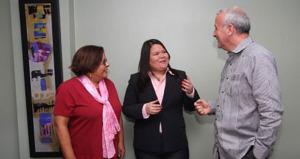 De izquierda a derecha: Ana Pujol, directora del Programa Estatal sobre Seguros de Salud (SHIP) de OPPEA; Marylis Gavilán, directora ejecutiva de Asociación Farmacias de Comunidad y José Acarón, director estatal de AARP PR. (Foto Suministrada)
