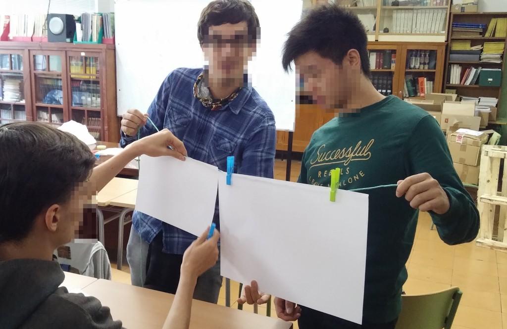 Dinámica tender folios con pinzas