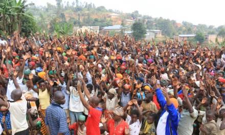 La population d'Isare enthousiaste d'accueillir Son Excellence Pierre NKURUNZIZA