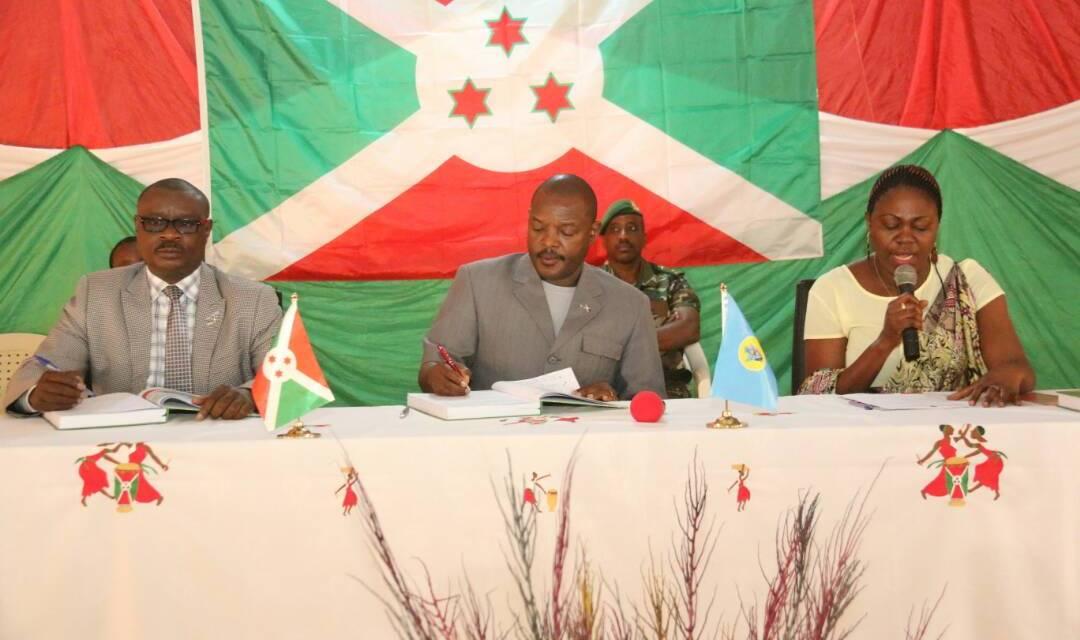 Le Président de la République en séance de moralisation avec les natifs de Muyinga