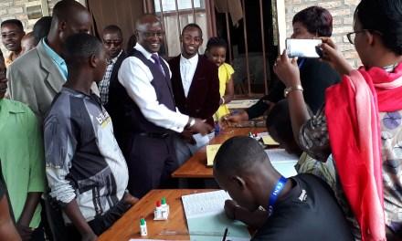 Le Premier Vice-Président procède à son enregistrement sur la liste éléctorale pour le référendum constitutionnel et les éléctions de 2020.
