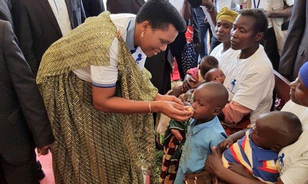 La Première Dame lance officiellement la semaine de la santé mère-enfant