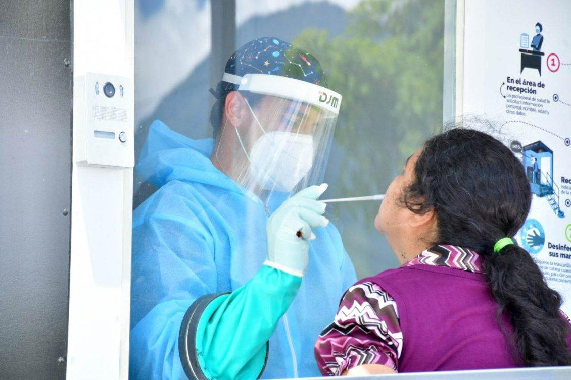Salud realiza pruebas de COVID-19 a la población, por medio de cabinas  móviles - Presidencia de la República de El Salvador
