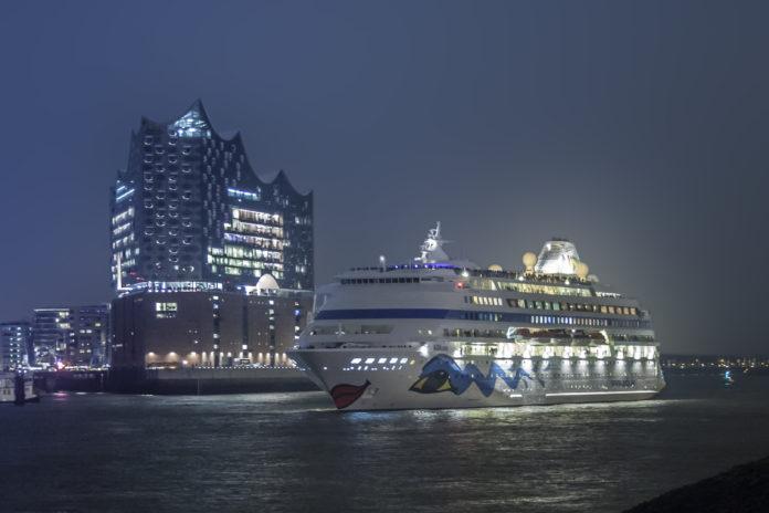 Schifffahrt Tourismus AIDAcara AIDAprima Kreuzfahrt Elbphilarmonie