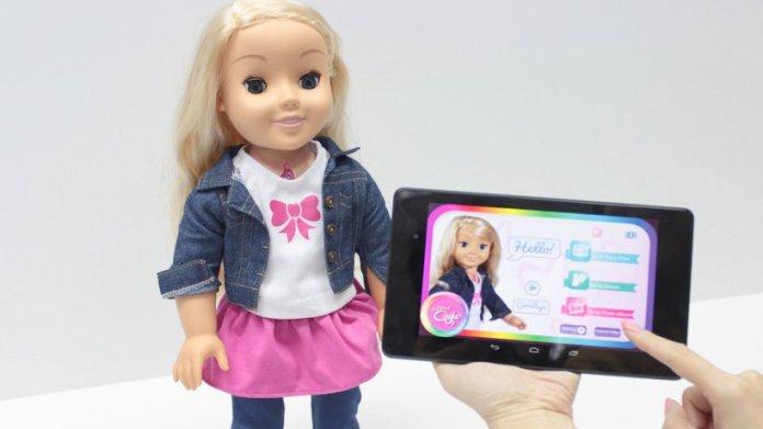 Handelt es sich bei Cayla um eine verbotene Sendeanlage? Die Bundesnetzagentur jedenfalls rät Eltern, das vernetzte Spielzeug zu entsorgen. Der Hersteller widerspricht.