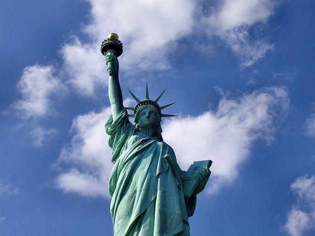 """In seinem jüngsten Beitrag auf www.misesde.org wirft Llewellyn H. Rockwell Jr. die Frage auf, ob mit der Wahl Donald Trumps die Allmacht des Staates in Frage gestellt wird. Immerhin, so stellt er fest, könnten sich rund ein Drittel der Kalifornier vorstellen, dass der """"Golden State"""" die USA verlassen könnte - erstmals seit dem Bürgerkrieg ist also das eigentlich Undenkbare denkbar geworden: die Sezession einzelner Staaten."""