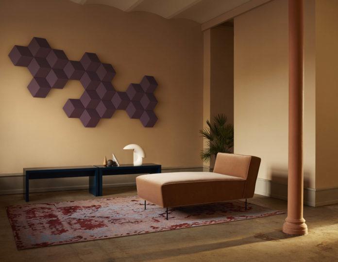 Bang & Olufsen präsentiert ein drahtloses Lautsprechersystem, das herausragenden Klang mit individualisierbarem Design und angenehmer Raumakustik kombiniert. BeoSound Shape ist ein einzigartiges Drahtlos-Lautsprechersystem, das selbst im ausgeschalteten Zustand zur Verbesserung der Raumakustik beiträgt.