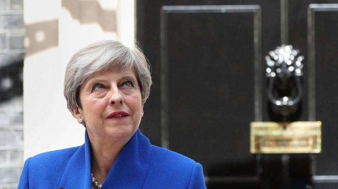 Großbritannien - Mays Regierung wird von Chaos überwältigt