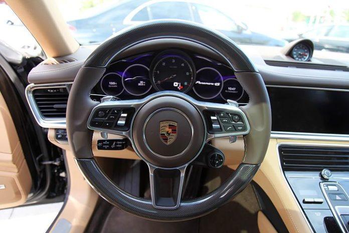 Porsche Cayenne, Governance, Abgasskandal, Justiz, Auto, Landgericht ,Stuttgart, Rechtsprechung, Auto / Verkehr, Softwareupdate, Politik, Verbraucher, Wirtschaft, Lahr