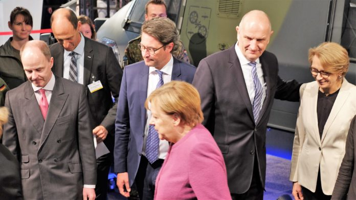 ILA, Bild,Bundeskanzlerin Merkel, Angela Merkel, Wirtschaft, Raumfahrt, Politik, Frankreich, Messen, Kooperation, Außenpolitik, Berlin