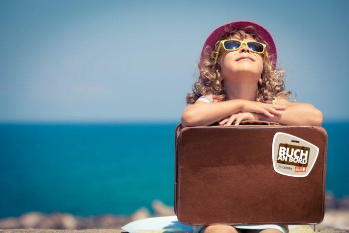 Tourismus / Urlaub, Buch an Bord, Freigepäck, Bücher, Tourismus, Luftverkehr, Panorama, Bild, Freizeit, Condor, Hamburg,ein Kilo Extra-Freigepäck