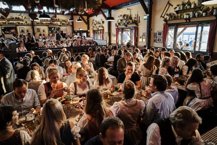 Oktoberfest,185. Oktoberfest, Ammerwiesn, Münchner Knödelei, Wiesn, Bild, Panorama, Tourismus, Dienstleistung, Gastgewerbe, Freizeit, Tourismus / Urlaub, Tischreservierung, Wiesn-Tisch, Hamburg