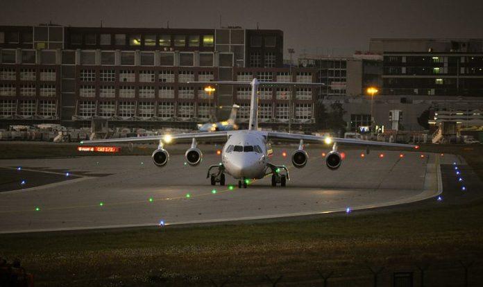 Flughafen Frankfurt , Frankfurt, Flughafen, Luftverkehr, Tourismus, Verkehrszahlen, Wirtschaft, Finanzen, Tourismus /Urlaub
