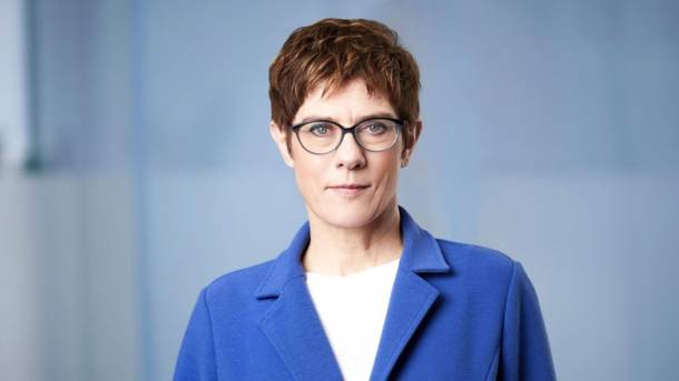 Bundesverteidigungsministerin Kramp-Karrenbauer will in den Bundestag