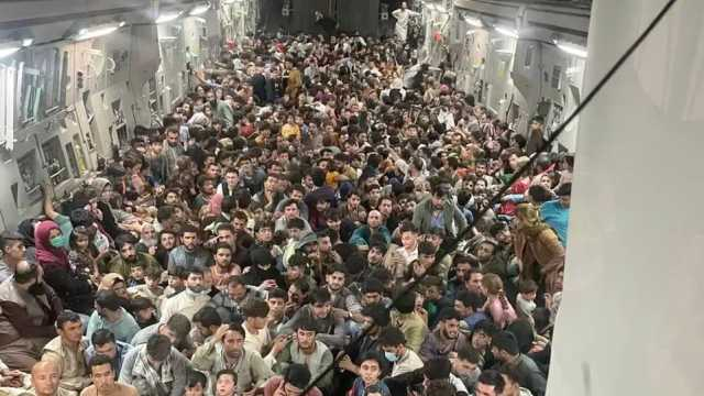 Crew von spektakulärem Evakuierungsflug- 823 Menschen an Bord