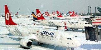 """Meteoroloji'nin İstanbul için yaptığı yoğun kar yağışı uyarısı nedeniyle, Türk Hava Yolları 44 uçak seferini iptal ettiğini açıkladı. Meteoroloji'nin İstanbul için yaptığı yoğun kar yağışı uyarısı nedeniyle, Türk Hava Yolları 44 uçak seferini iptal ettiğini açıkladı. Türk Hava Yolları'nın resmi internet sitesinden yapılan açıklamada, """"Değerli yolcularımız, Meteorolojik raporlar ışığında, beklenen olumsuz hava durumunun Türk Hava Yolları uçuşlarını aksatma olasılığına karşı gerekli tedbirler alınmaktadır. Yolcularımızın seyahatlerinden önce uçuşlarıyla ilgili son durumu www.thy.com adresinden veya 444 0 849 numaralı çağrı merkezimizden öğrenmelerini rica ederiz"""" denildi. İPTAL EDİLEN SEFERLER Türk Hava Yolları'nın (THY) hava şartları dolayısıyla iptal ettiği seferler şöyle: -07.00'de İstanbul Sabiha Gökçen Havalimanı-Antalya, -08.55 Antalya-İstanbul Sabiha Gökçen Havalimanı, -15.10 İstanbul Sabiha Gökçen Havalimanı-Antalya, -17.05 Antalya-İstanbul Sabiha Gökçen Havalimanı, -16.30 İstanbul Sabiha Gökçen Havalimanı-İzmir, -18.15 İzmir-İstanbul Sabiha Gökçen Havalimanı, -06.30 İstanbul Sabiha Gökçen Havalimanı-Ankara, -08.30 Ankara-İstanbul Sabiha Gökçen Havalimanı -10.00 İstanbul-Ankara, -11.50 Ankara-İstanbul, -06.00 İstanbul-Gaziantep, -08.30 Gaziantep-İstanbul, -16.00 İstanbul-İzmir, -18.00 İzmir-İstanbul, -06.40 İstanbul-Adıyaman, -09.15 Adıyaman-İstanbul, -06.00 İstanbul-Amasya, -08.20 Amasya-İstanbul, -06.30 İstanbul-Denizli, -08.30 Denizli-İstanbul, -09.30 İstanbul-Batman, -12.10 Batman-İstanbul, -09.05 İstanbul-Alanya, -11.25 Alanya-İstanbul, -07.05 İstanbul-Diyarbakır, -09.45 Diyarbakır-İstanbul, -07.50 İstanbul-Üsküp, -09.10 Üsküp-İstanbul, -08.55 İstanbul-Sivas, -11.20 Sivas-İstanbul, -19.15 İstanbul Sabiha Gökçen Havalimanı-Ankara, -21.15 Ankara-İstanbul Sabiha Gökçen Havalimanı -07.30 İstanbul-Budapeşte, -09.25 Budapeşte-İstanbul, -06.40 Gaziantep-Ankara, -06.20 Gaziantep-İstanbul Sabiha Gökçen Havalimanı -18.00 İstanbul-Trabzon, -15.00 Cenevre-İstanbul, -"""