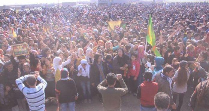 Binler sınırda Kobani zaferini kutluyor, kobani kutlamaları, kobane, kobani, suruç, meheser, meher, suruç haberleri, press haber,