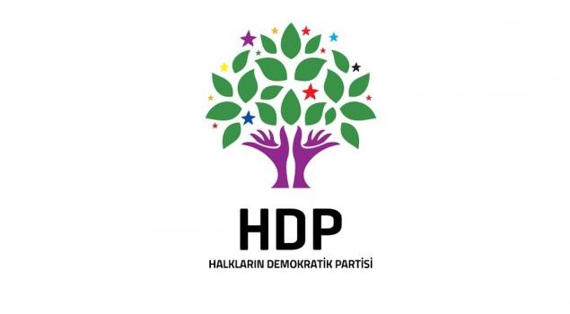HEP eski milletvekilisi ve Siirt Belediyesi eski Başkanı Selim Sadak, HDP'ye yaptığı milletvekilliği adaylık başvurusunu çektiğini açıkladı.