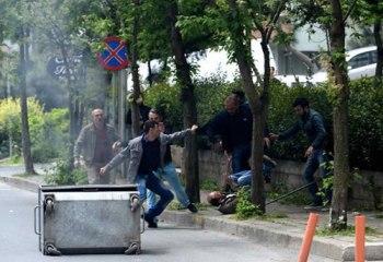 """Polisin gözü önünde 1 Mayıs'a katılmaya giden eylemcileri döven esnaf """"Polis bize teşekkür etti"""""""