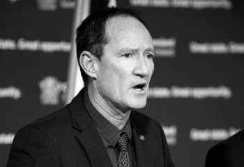 Striptiz kulübü görüntüleri Avustralyalı senatör adayını partisinden istifa ettirdi