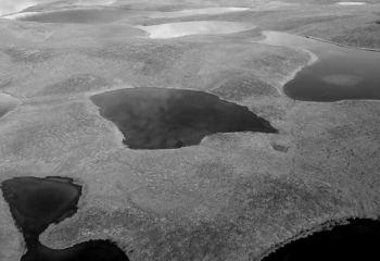 Kutuplardaki donmuş topraklar beklenenden 70 yıl daha erken erimeye başladı
