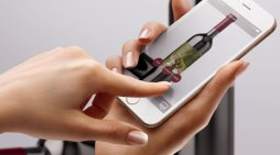 Al Vinitaly 2019 arriva la realtà aumentata: il vino si racconta inquadrando l'etichetta con l'App di Winebel