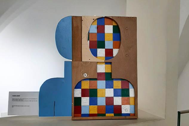 Le Madri di Delugan. «L'arte contemporanea è 'essenziale'. Non necessita di orpelli. Non è descrittiva, però trasmette e il museo è un luogo di bellezza come la palestra dove si allenano i muscoli»..