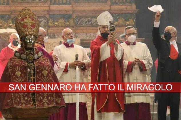 San Gennaro ha fatto il miracolo: il sangue era già all'apertura della teca. Il miracolo accolto dai fedeli fra gli applausi.