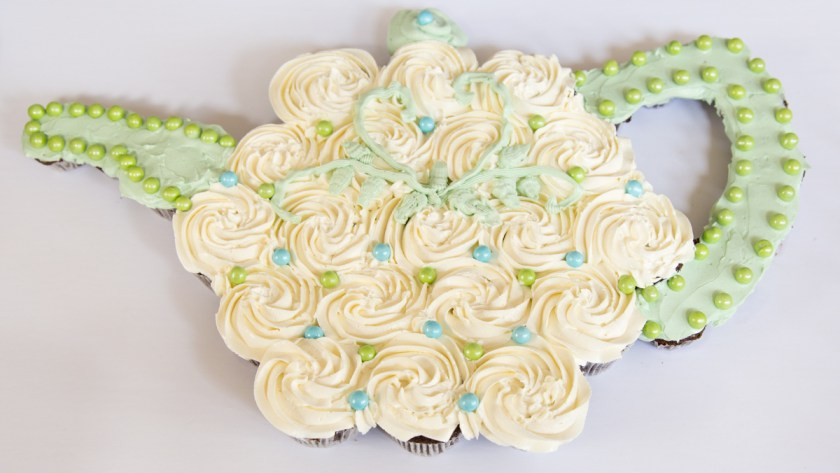 Free Teapot Cupcake Cake Template and Tutorial