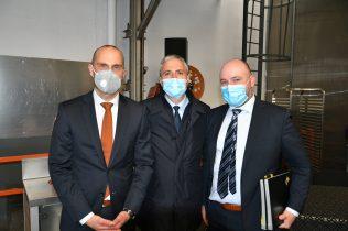 signature accord partenariat entre Bourgeat et Vorwerk pour la fabrication du bol mixeur du Thermomix dans les ateliers de Bourgeat : séance photos
